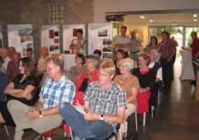 Interessierte Gäste, vorne 2. von rechts, Wolfgang Patzwahl, Bezirktagskandidat